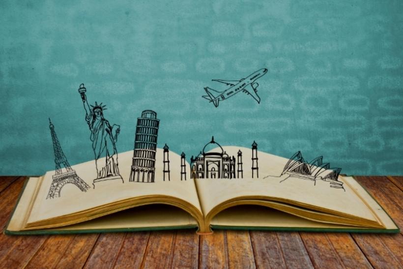 Στη ζωή αξίζει να ξοδεύεις μόνο για ταξίδια και βιβλία!