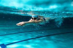 Γιατί η κολύμβηση είναι «Φάρμακο» για τον οργανισμό. Δέκα λόγοι για να αρχίσετε συστηματικά την κολύμβηση