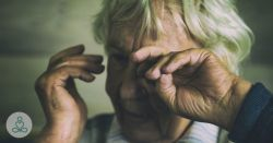 Κακοποίηση Ηλικιωμένων: Πώς Μερικοί Άπληστοι Εκμεταλλεύονται την Γεροντική Άνοια των Γονέων τους!